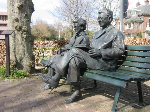 Afbeelding van het kunstwerk 'Echtpaar Carmiggelt' van Wim Kuijl