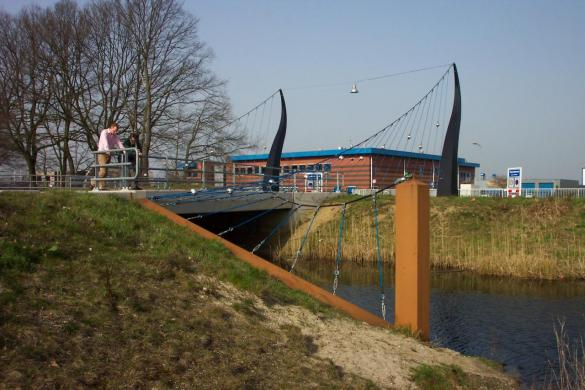 Afbeelding van het kunstwerk 'Rotonde en brug over Kanaal' van Tirza Verrips