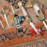 Afbeelding van het kunstwerk 'indiaanse gebruiksvoorwerpen' van Leon Tebbe
