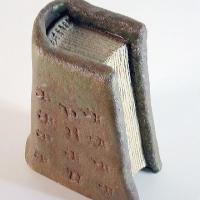 Afbeelding van het kunstwerk 'trapezevormig boek' van Henk Karman